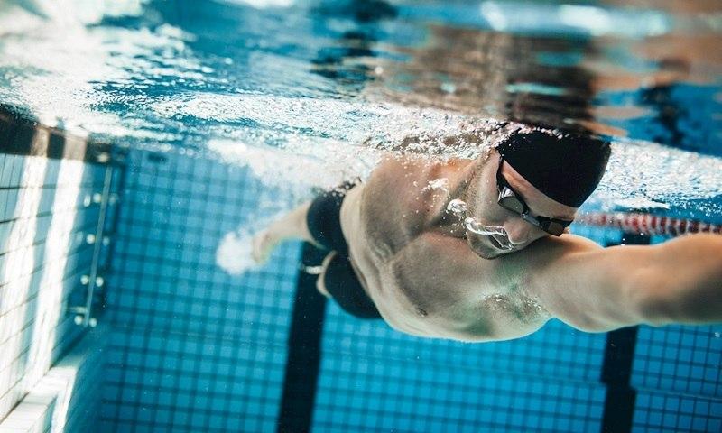 Dù là nam hay nữ đều nên thường xuyên bơi lội