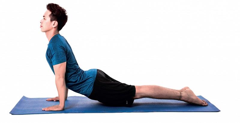 Một trong những bài tập chữa yếu sinh lý phổ biến nhất là yoga tư thế rắn hổ mang