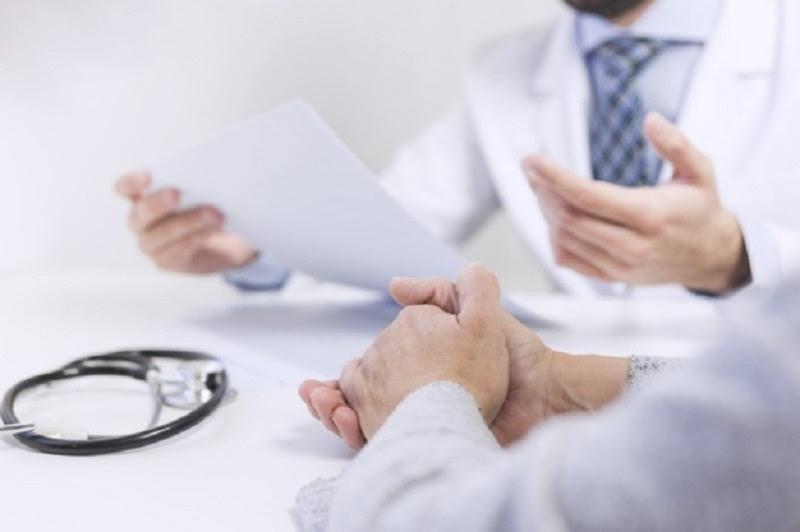 Bác sĩ sẽ kiểm tra và làm một số xét nghiệm lâm sàng