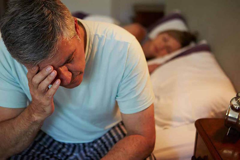 Ở tuổi trung niên, lượng testosterone trong cơ thể nam giới suy giảm gây ra các vấn đề về sức khỏe sinh sản