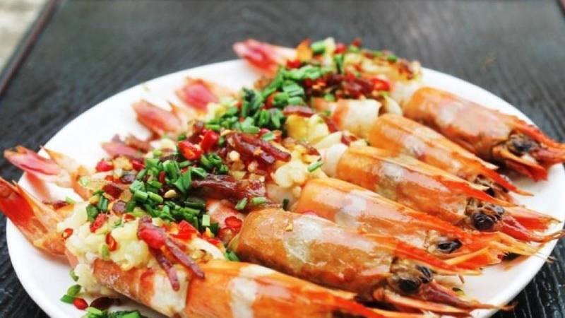 Tôm hấp tỏi nên ăn ngay vừa hấp chín để giữ nguyên hàm lượng dinh dưỡng có trong tôm