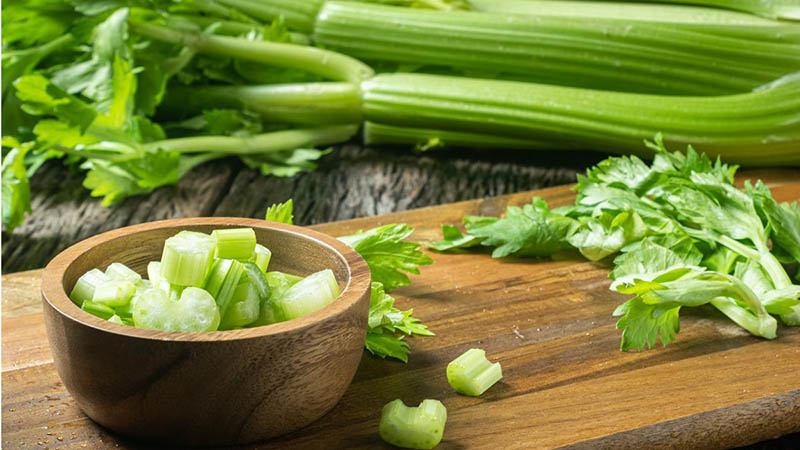 Cách chữa yếu sinh lý không cần thuốc từ cần tây