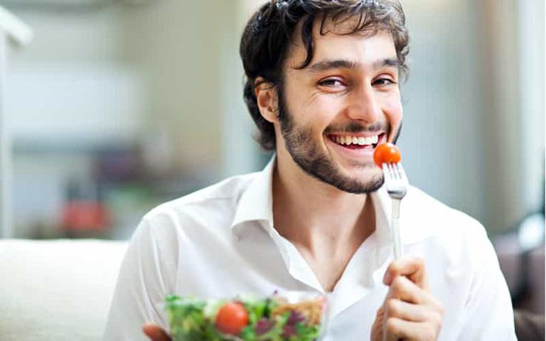 Sống lành mạnh, ăn uống đủ chất là cách đơn giản để phòng ngừa bệnh