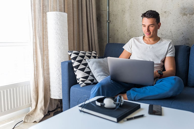 Tác nhân gây tinh trùng yếu do thói quen để máy tính trên đùi