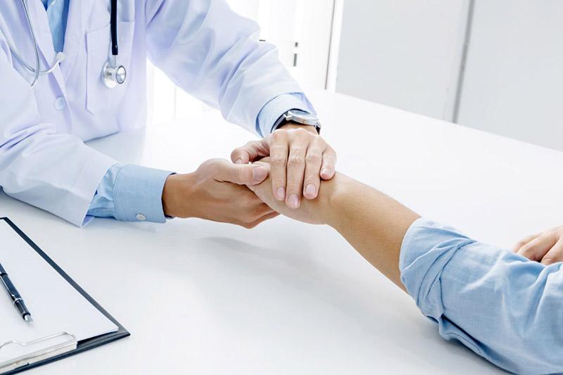 Nếu các dấu hiệu yếu sinh lý, suy giảm sinh lý thường xuyên xuất hiện, nam giới cần sớm đi khám