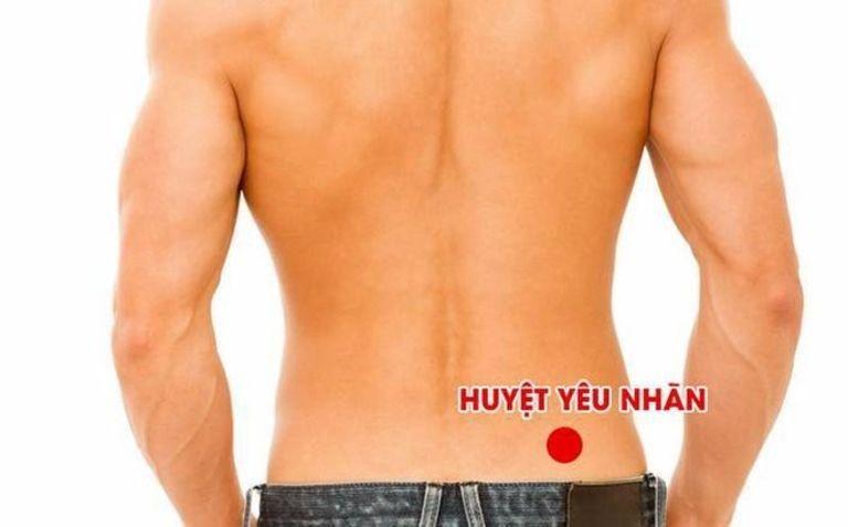 Bấm huyệt thắt lưng cải thiện sinh lý nam