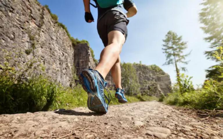 Chạy bộ, tập luyện thể dục thể thao vừa sức giúp cải thiện thể lực, tăng cường sức khỏe sinh lý